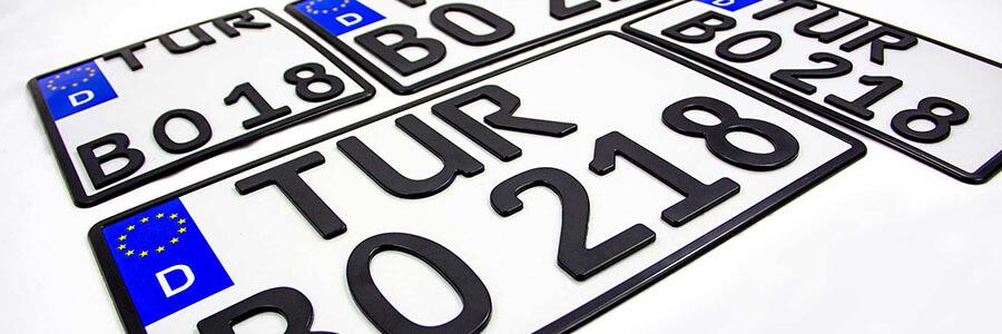 Zweizeilige Kennzeichen in verschiedenen Formaten